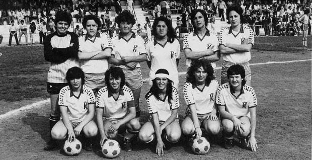 e5a2182cc3 La primera competición oficial de fútbol femenino en España fue la  bautizada como Copa Reina Sofía