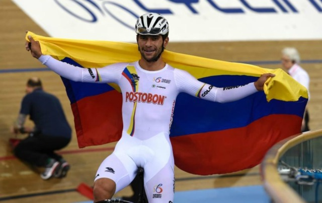 Colombia's Fernando Gaviria Rendon celebrates after winning the Men's Omnium during the 2016 Track Cycling World Championships at the Lee Valley VeloPark in London on March 5, 2016. / AFP / Eric FEFERBERG
