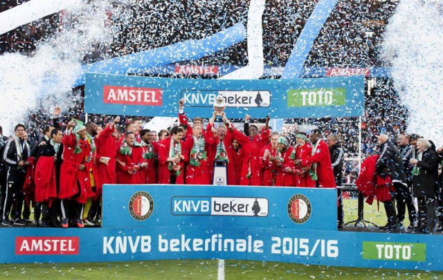 Feyenoord Rotterdam's players celebrate with the trophy on the podium after winning the Dutch cup final football match against FC Utrecht, on April 24, 2016 at the Kuip Stadium in Rotterdam. / AFP PHOTO / ANP / OLAF KRAAK / Netherlands OUT